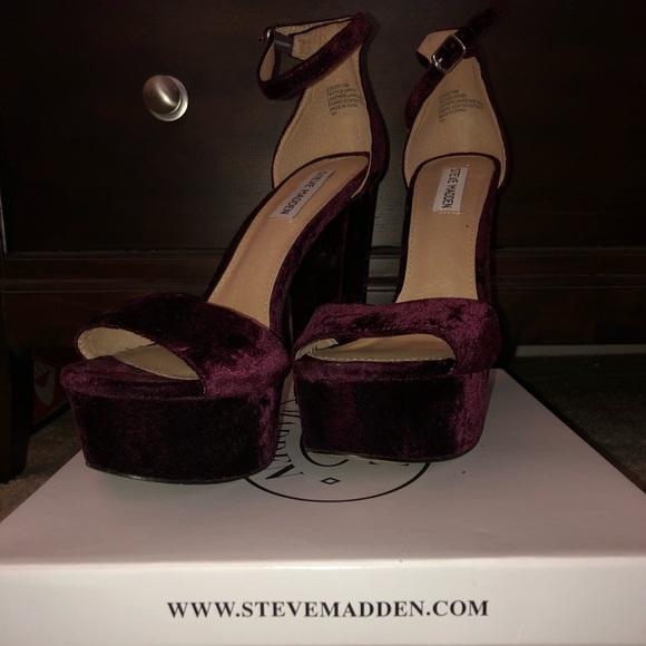 d0433a54419 Steve Madden Gonzo Burgundy Velvet block heels. M 5b6b76e3fb3803ad41b32e81